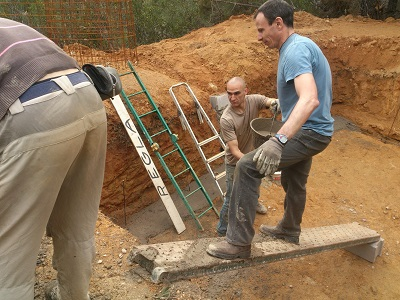 Construyendo una alberca para Shorinji